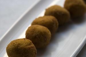 Croquetas caseras de jamón de bodega y parmesano