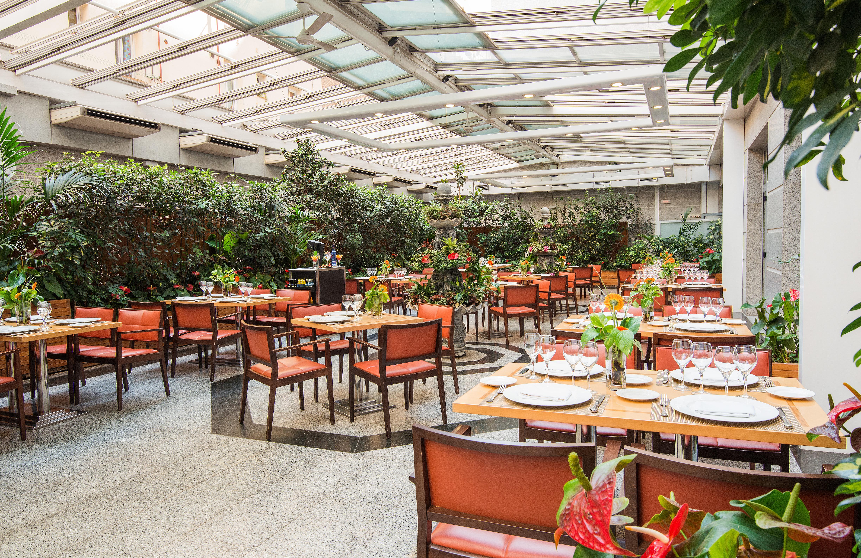 Vp jard n metropolitano avenida de reina victoria 12 for Hotel jardines de uleta vitoria