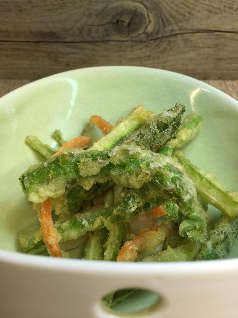 VERDURAS en fina tempura (para comer de una en una)