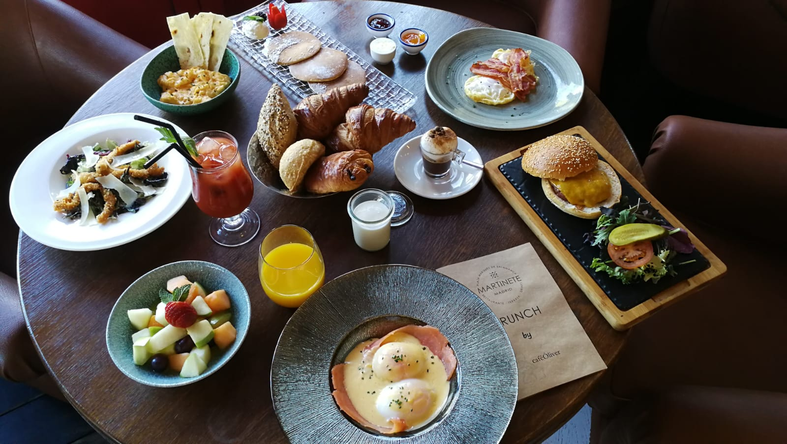 BRUNCH by CAFE OLIVER