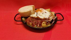 Huevo roto con jamón y vinagre de Módena